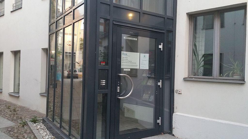 Ansicht der Eingangstür zur Geschäftsstelle des HVD Potsdam